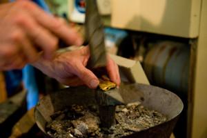 Mario Berta Battiloro, gold artisan in Venice. working detail